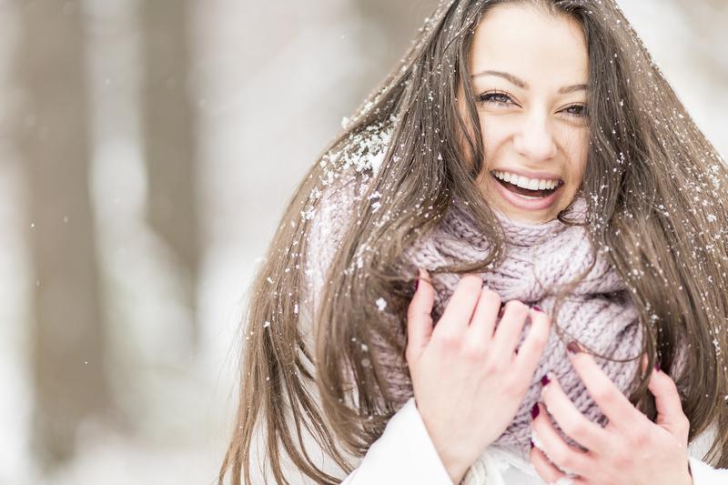 холод - одна из причин появления ломких волос